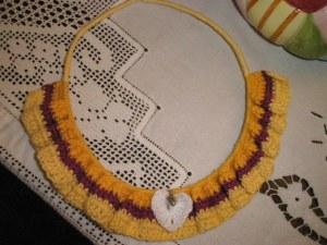 Πλέξιμο με βελονάκι πάνω σε μεταλλικό σύρμα. Βαμβακερό νήμα