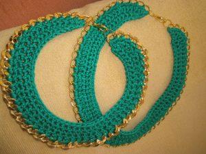 Πράσινο με επίχρυση χρυσή αλυσίδα, αλλά διαφορετικού σχεδίου (η αλυσίδα...)